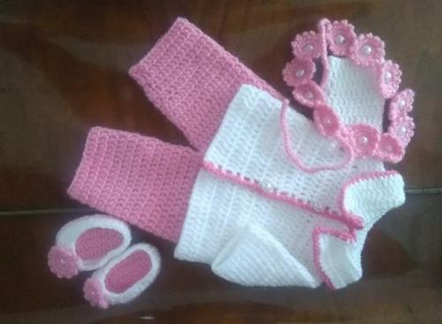 roupa baby alive de inverno em crochê rosa e branca