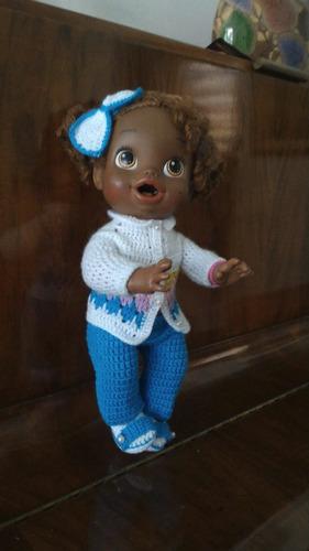 roupa baby alive em crochê azul e branca com tiara