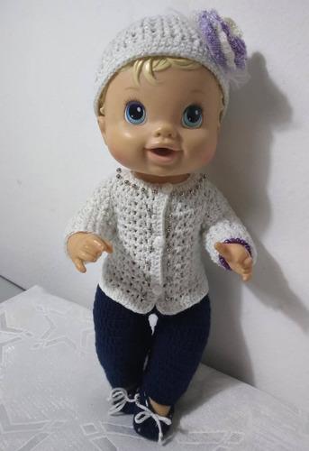 roupa baby alive em crochê branca e azul marinho flor