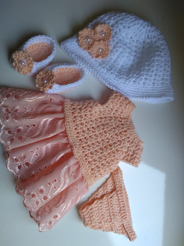 roupa baby alive em crochê e bordado inglês salmão c chapéu