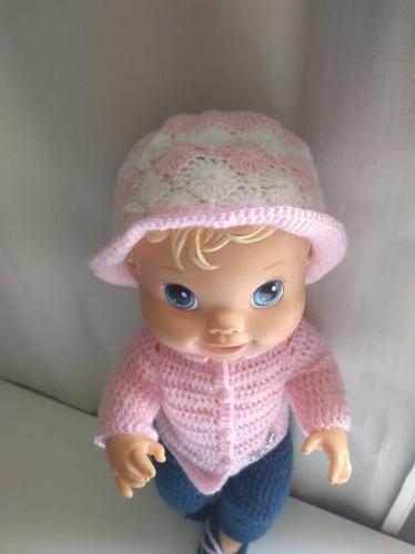 roupa baby alive em crochê rosa e azul marinho com borboleta