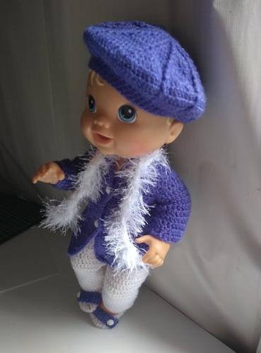 roupa baby alive em crochê roxa branca boina e botões lisos