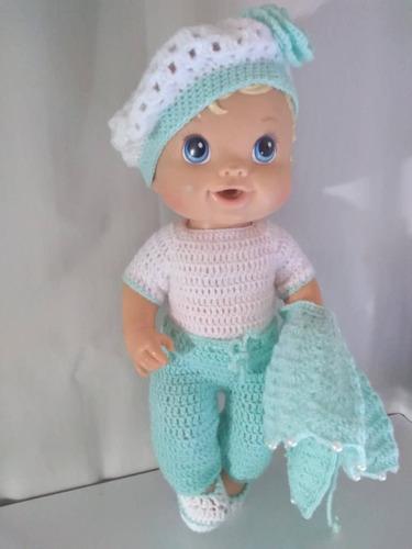 roupa baby alive em crochê verde água com poncho e boina