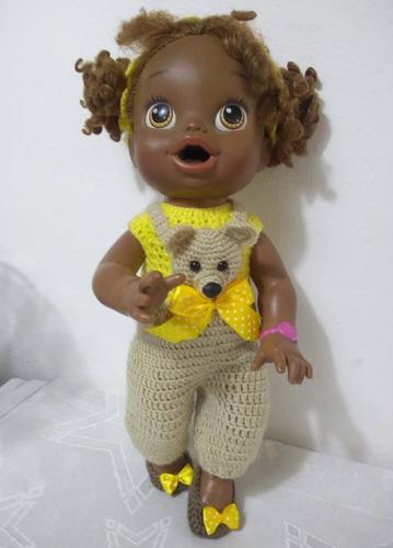 roupa baby alive jardineira bege e amarela com urso e laço
