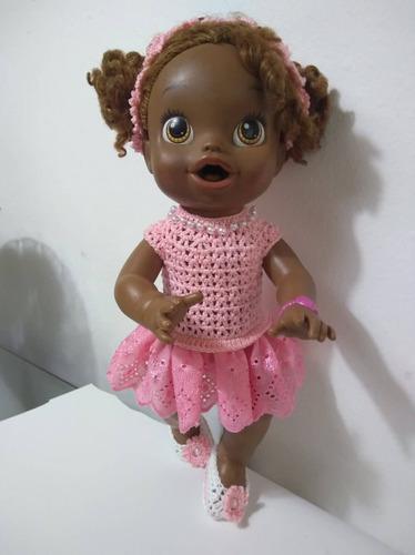 roupa baby alive rosa com pedrinhas crochê e bordado inglês