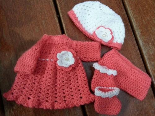 roupa de crochê salmão e branca para baby alive e semelhante