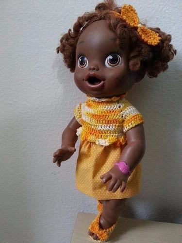 roupa para baby alive crochê e pano amarela e laranja