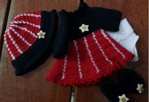 roupinha baby alive e semelhantes em crochê azul e vermelha