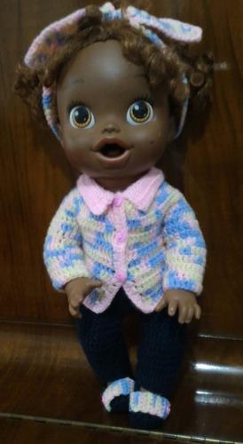 roupinha baby alive em crochê colorida e azul marinho