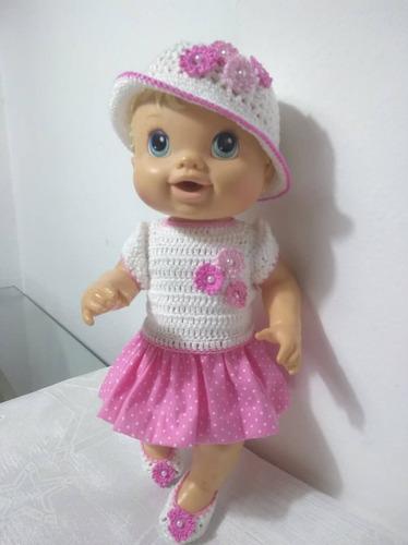 roupinha baby alive rosa e branca em crochê e pano c flores