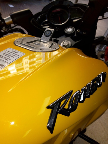 rouser ns200  amarilla color 2018