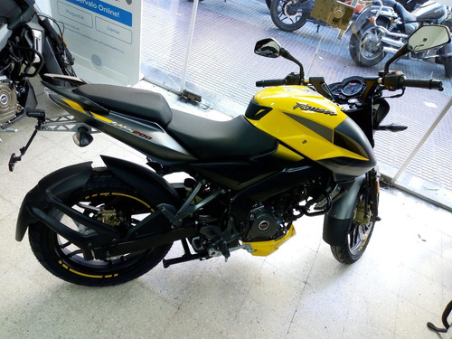 rouser ns200  roja color 2018