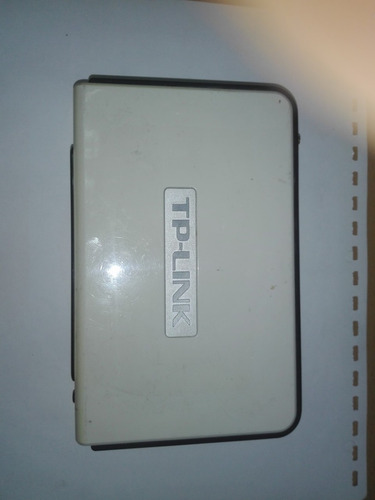 router de 5 puertos, marca tp link.