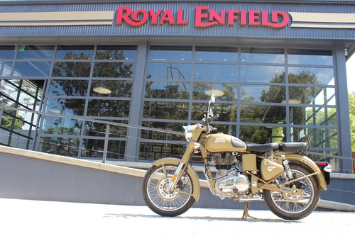 royal enfield classic 500 - lemamotor on the road