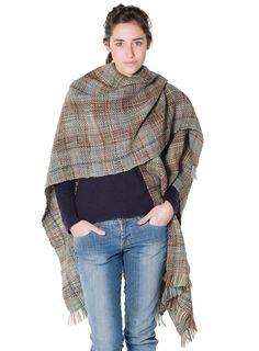 ruana poncho artesanal cuadrada tejida con telar del norte