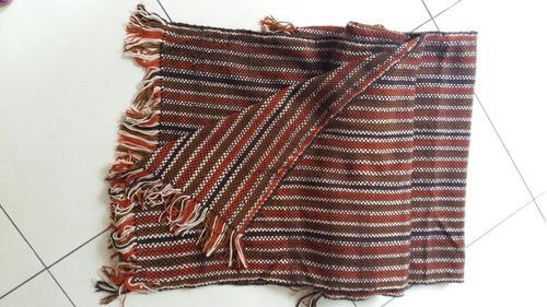 ruana tejida a telar colores marrón y terracota