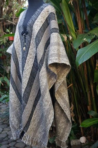 ruana tejida al telar en pura lana de oveja merino