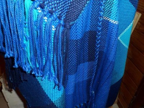ruana tejida en telar artesanal -abrigandonos con elegancia