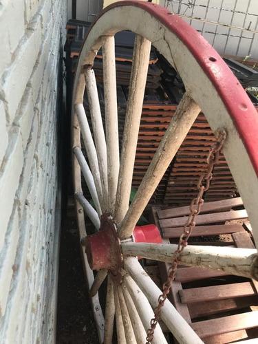 rueda de carreta antigua