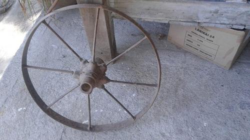 rueda de hierro antigua