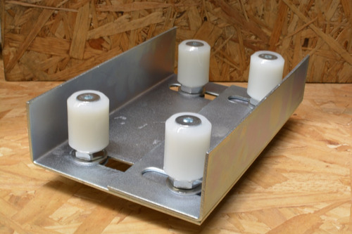 rueda estabilizador de  porton de cuatro rodillos