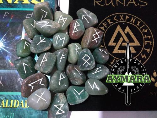 runas  hermosamente grabadas en aventurina verde.