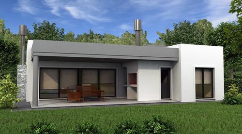 ruta 2 - miralagos: casa de 3 ambientes, con amplio jardín.