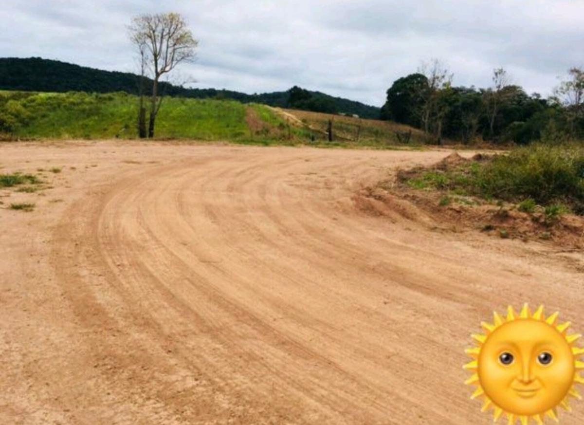 s 1000 m2  livre, 300 mts da rodovia, 40 mil 100% plaino.