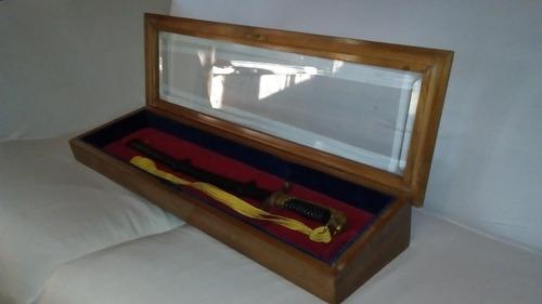 sable corvo 53cm con vitrina