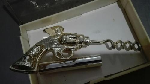 sacacorchos símil mini revólver de metal dorado
