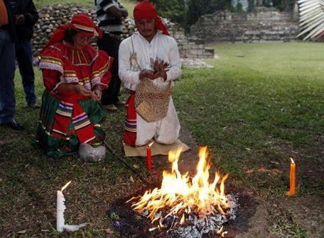 sacerdote maya 46344428