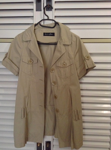 saco blazer beige largo camisa manga corta safari trench
