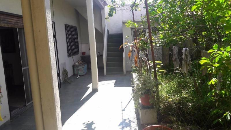 saenz al 1300- chalet de 5 ambientes c/jardin y gge