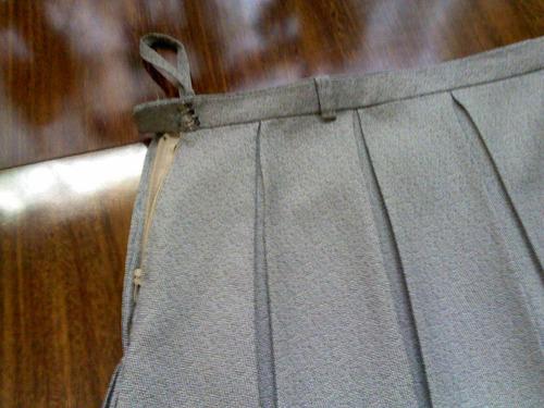 saia cinza plissada