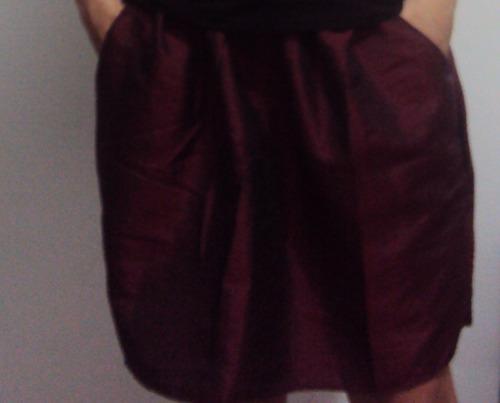 saia em tafetá vermelho com bolsos e elástico na cintura