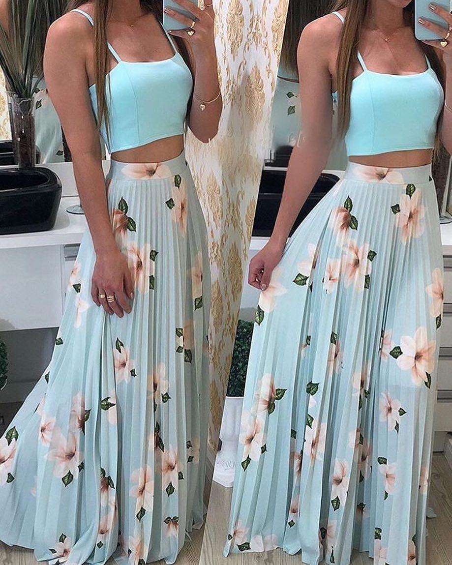 edf03e718f Saia Longa Plissada Floral Azul Clara Com Flores Brancas - R  109