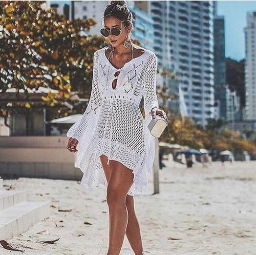 saida de praia curta em tricôt crochê manga flare lançamento