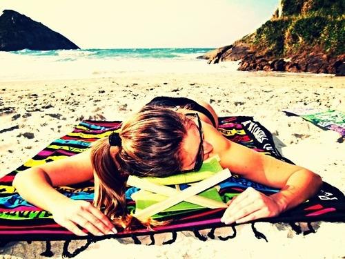 saída praia: travesseiro almofadado + estica canga