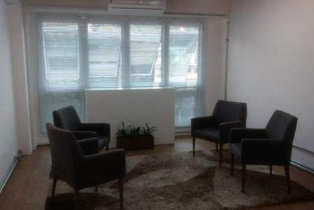 sala com ar condicionado, 1 banheiro. ref 80203