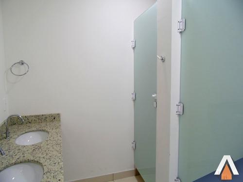sala com imóveis