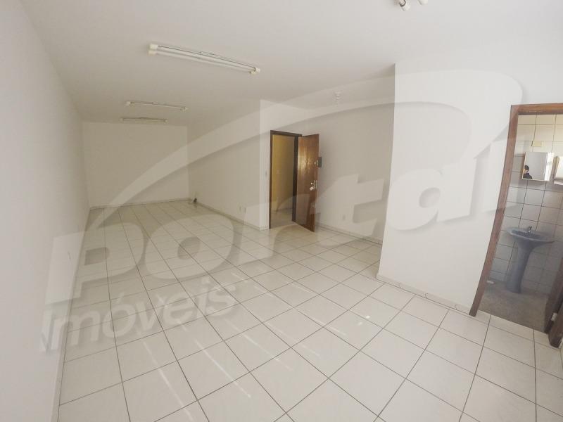 sala comercial com aproximadamente 60 m²,  no bairro água verde. - 3574520