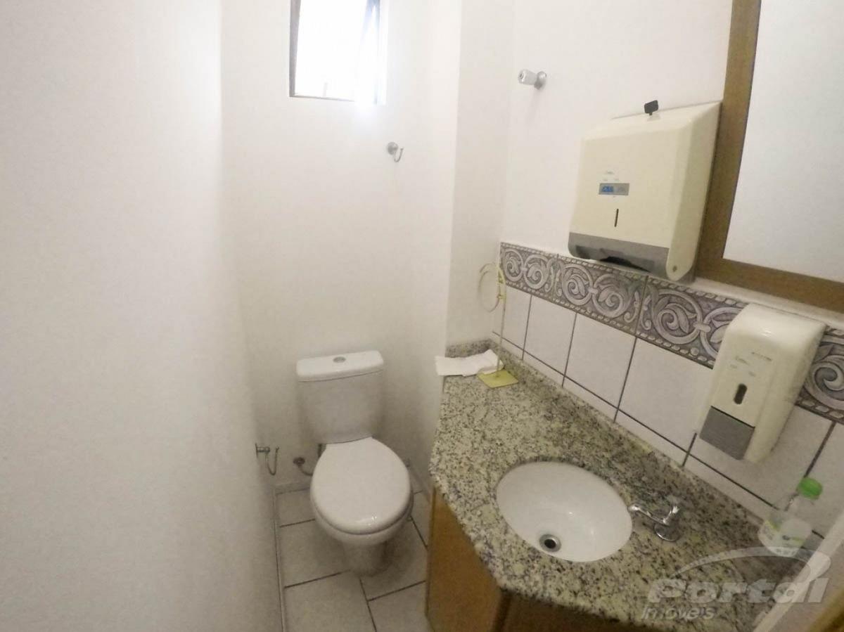 sala comercial com aproximadamente 64,22m², com recepção, duas salas, cozinha, lavabo. - 3573054l