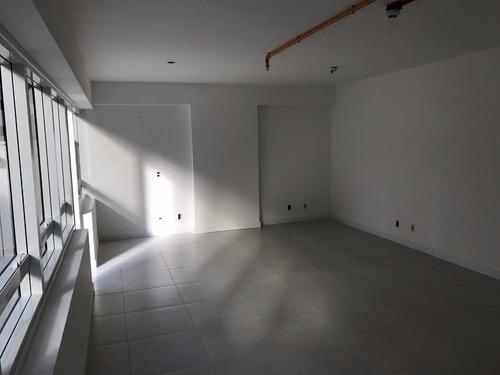 sala comercial de 56 m² privativos no água verde!!