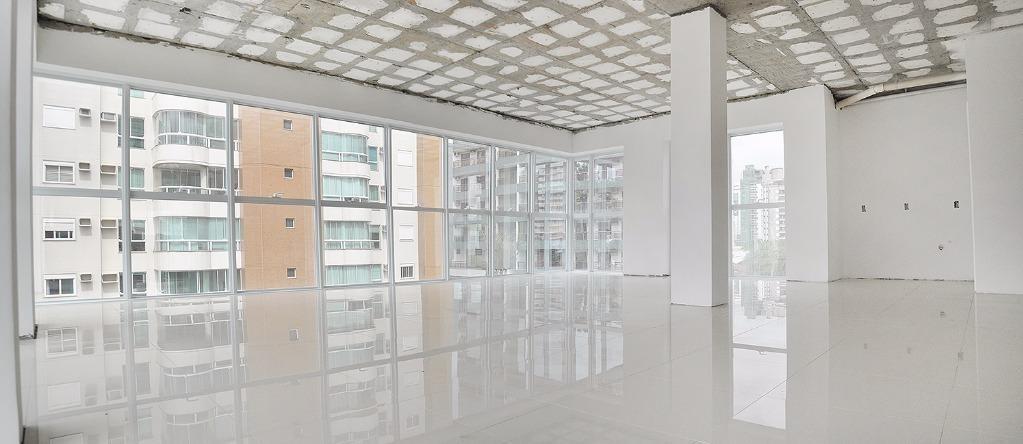 sala comercial para venda e locação, no centro (blumenau) nova e com duas vagas de garagens! - sa0135