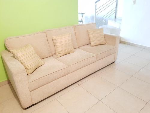 sala con sofa y love seat