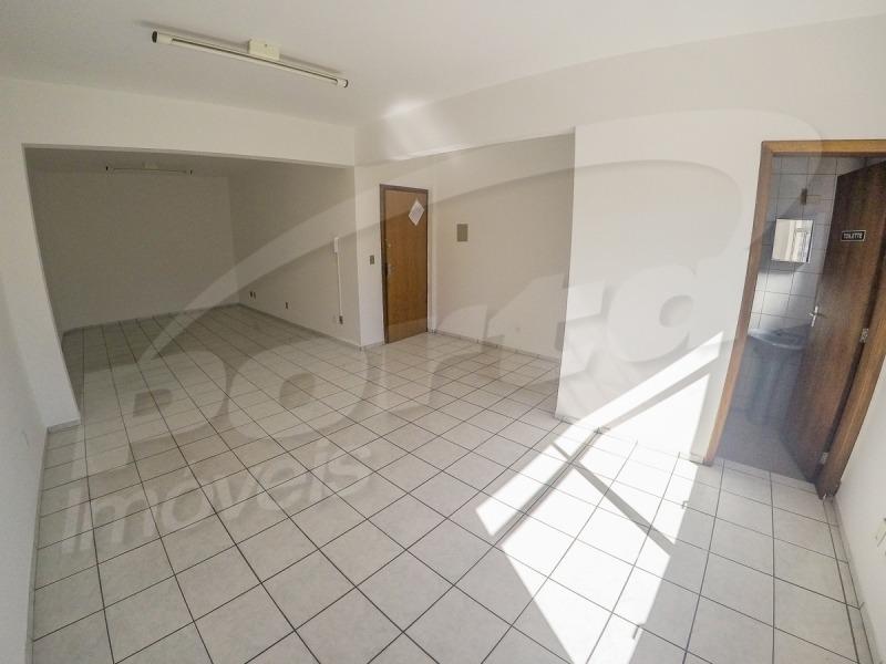 sala no bairro água verde com aproximadamente 60 m² e banheiro. - 3575771