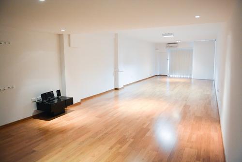 sala para clases de yoga, streching, artes marciale