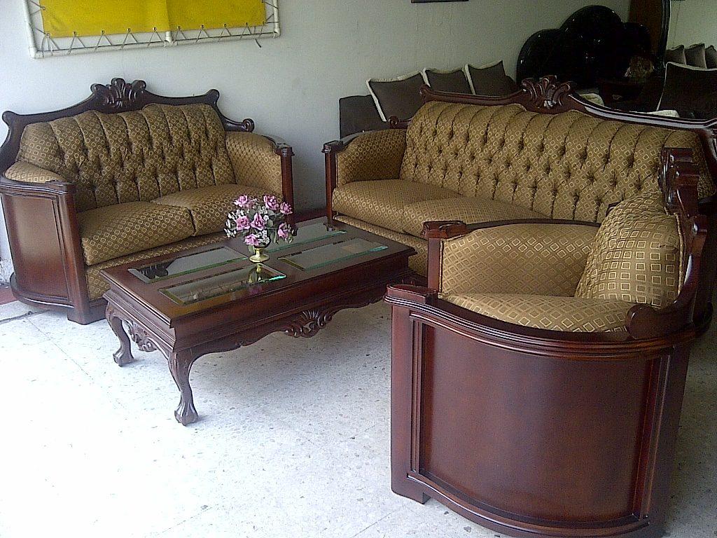 Sala provenzal modelo padova tallada a mano en madera fina for Muebles rojos para sala