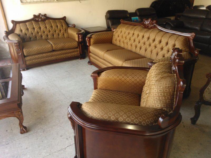 Sala provenzal modelo padova tallada a mano madera fina for Modelos de muebles de madera