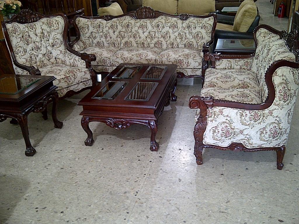 Sala provenzal torsal en cedro tallada a mano muebles for Madera para tejados de segunda mano